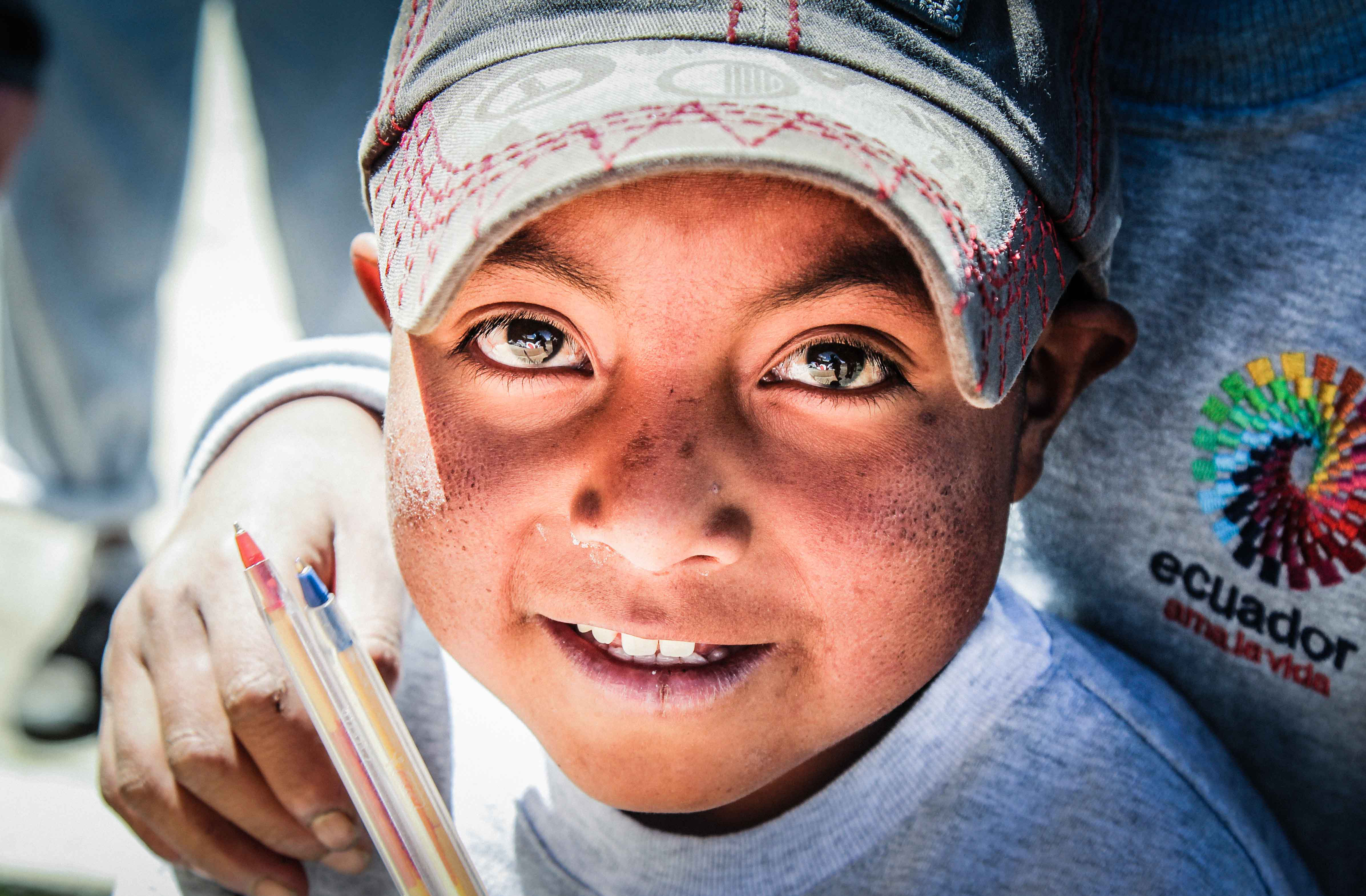child-with-pens